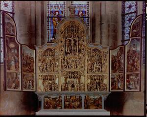Christus in Gethesemane, de gevangenneming, Ecce Homo, de annunciatie, de visitatie (binnenzijde linkerluik); De aanbidding der herders, de Boom van Jesse, de aanbidding der Wijzen, de kruisdraging, de kruisiging, de bewening (middendeel); De presentatie in de tempel, Christus' dispuut met de tempelgeleerden, de verrijzenis, Pinksteren, Hemelvaart (binnenzijde rechterluik)