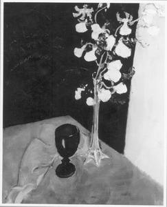 Stilleven met orchidee en wijnglas