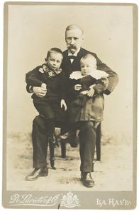 Portret van Johannes Lodewijk de Lavieter (1839-1910), Jan de Lavieter (1900-1981) en Jakobus de Lavieter (1901-1989)