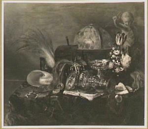 Stilleven met een beeld van Cupido, een vaas met bloemen