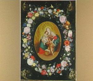 Bloemenkrans rond een uitbeelding van Maria met kind en Johannes de Doper, in de hoeken de vier apostelen