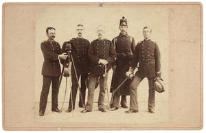 Groepsportret met Edward Donald Henry MacLeod (1842-1922)