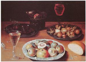 Stilleven van vruchten, noten, brood en glaswerk