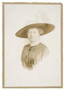 Portret van mw. Johanna Maria Koch (1877-1931)