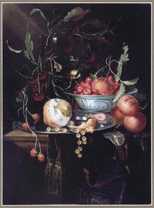 Stilleven met vruchten een roemer en een porseleinen kom