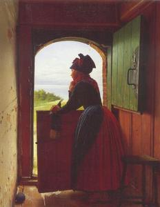 Een jonge vrouw peinzend uitkijkend over het Deense landschap, leunend op een halve deur
