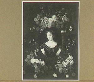 Bloemenkrans rond een portret van een vrouw