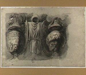 Fragment van een fries met vazen en schilden