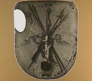 Begrafenisschild afkomstig van de Schutterij Sint Joris of der Heelhaaks, beschilderd met wapentrofeeën