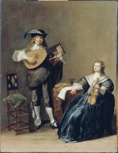 Elegant paar, musicerend in een interieur