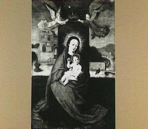 Tronende Madonna door engelen gekroond