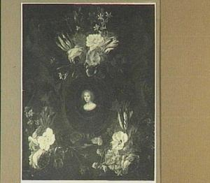 Cartouche versierd met bloemen rond een portret van een vrouw