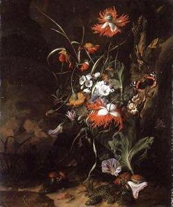 Bosstilleven van bloemen tegen een boomstam