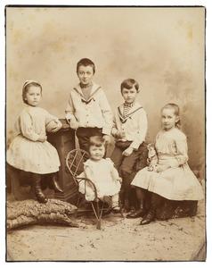 Portret van de kinderen van Jan Hendrik Jacob Constantijn Martens (1850-1923) en Adèle Antoinetta barones Collot d'Escury (1853-1916)