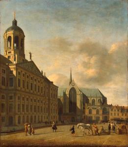 Gezicht op de Dam in Amsterdam met het stadhuis en de Nieuwe Kerk
