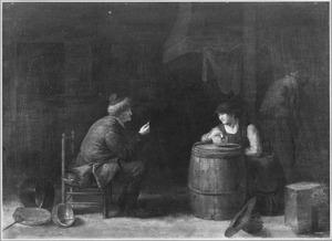 Een man biedt een rokende vrouw een geldstuk aan