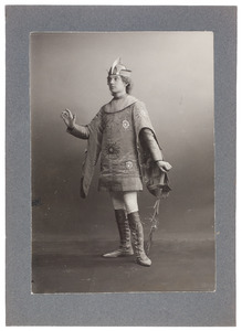 Portret van W.C. Posthumus Meijjes als Uriël in het toneelstuk 'Lucifer' van Vondel
