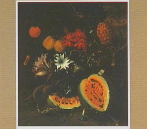 Bosstilleven met vruchten, bloemen, twee slangen en een vogel