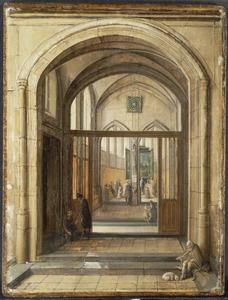 Ingang van een kerk met bedelaars