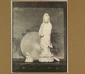 Een kwangjyin, een beeldje en een schilderij