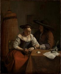 Een lezende vrouw met een man aan tafel