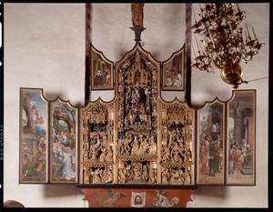 Christus voor Pilates, ecce homo, de doornenkroning (binnenzijde linkerluiken); De besnijdenis, Jesse omringd door vier profeten, de opdracht in de tempel, de kruisdraging, de kruisiging, de kruisafneming (midden); de graflegging, de opstanding, de openbaring aan Maria (binnenzijde rechterluiken); Veronicasdoek omgeven door engelen (predella)