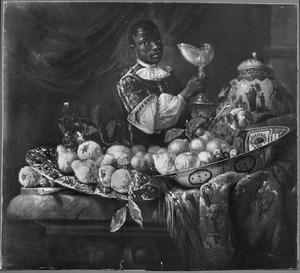 Stilleven met vruchten en siervaatwerk gerangschikt op een deels met een oosters kleed bedekte tafel met daarachter een donkere page met een nautilusbeker in de hand