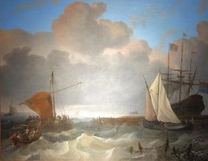 Schepen voor de kust bij de ingang van een haven