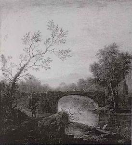 Heuvelachtig landschap met voetganger bij stenen brug over rivier