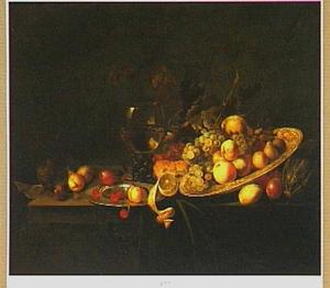 Stilleven met vruchten op een Wan Li-schaal en een roemer
