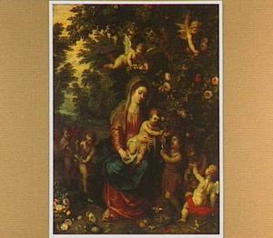 Maria met kind en Johannes de Doper als kind en engelen in een boslandschap