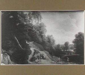 Heuvellandschap met twee jagers bij een bosrand