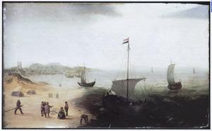 Strandgezicht (bij Egmond?) met vissersboten en vissers met hun vangst