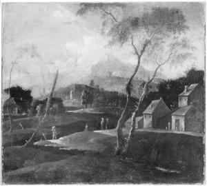 Heuvellandschap met wandelaars bij een rivier
