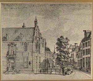 Gezicht op Paushuize op de hoek van de Kromme Nieuwe Gracht in Utrecht