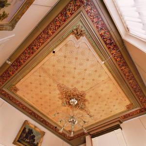 Plafondschildering met sjabloonwerk
