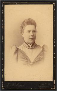Portret van Adrienne Johanna de Booij (1863-1937)
