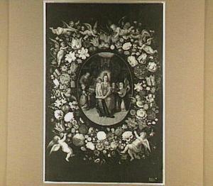 Bloemenkrans met putti rond een medaillon met de H. Familie en musicerende engelen