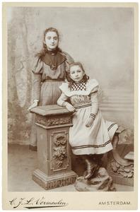 Portret van Marianne van Beever (...-...) en Adele van Beever (...-...)
