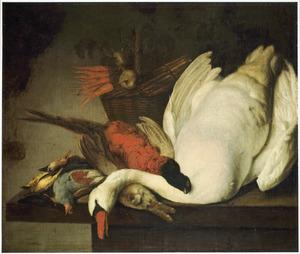 Stilleven met een dode  zwaan, gevogelte en een mand groenten op een tafel