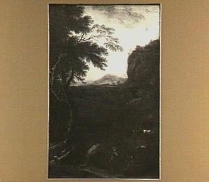 Bergachtig boslandschap met in de voorgrond twee figuren