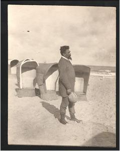 Jan Toorop op het strand van Domburg