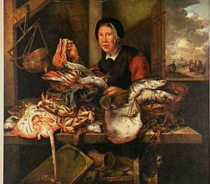 Marktkraam met vis en visvrouw, op de achtergrond vissers aan het strand