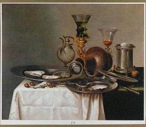 Stilleven met bekerschroef, oesters op een bord en een zoutvat