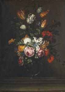 Bloemstilleven met rozen en tulpen op een stenen plint
