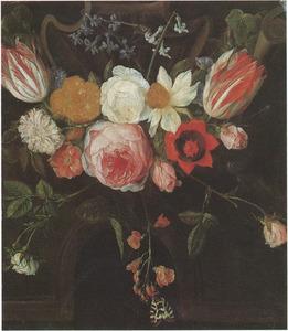 Cartouche versierd met bloemen, een fragment