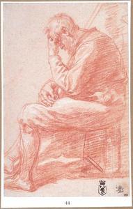 Zittende oude man zijn voorhoofd rustend op zijn linker hand