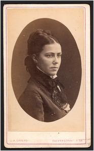 Portret van mevr. Olowina Cornelia Backer (1854- )
