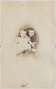 Portret van twee kinderen van Binnert Philip baron van Harinxma thoe Slooten (1839-1923) en Anna van Beyma (1839-1928)