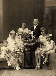 Famiilieportret met bruid